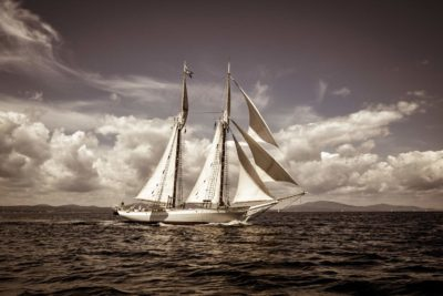 schooner Mary Day racing